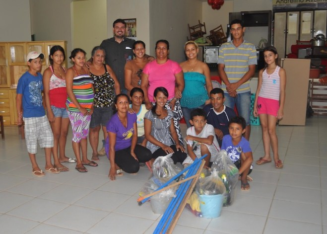 Família desabrigadas receberam kits de limpeza