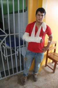 Paulo Júnior Oliveira Damasceno (21) foi mais uma vítima, caiu com sua moto na ponte - Foto: Alexandre Lima