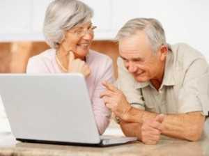 Pessoas com mais de 60 anos de idade recebem primeiro o pagamento da Receita Federal - Thinkstock/Getty Images