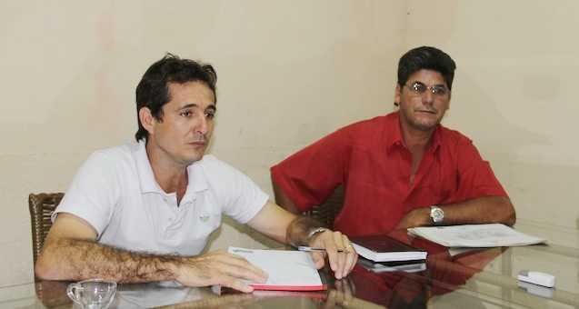 Prefeito de Xapuri, Marcinho Miranda e seu vice, Ailton Menezes durante reportagem - Foto: Alexandre Lima