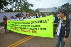 Caminha de Enfrentamento a Violência contra a C irança e Adolescente em 17 de maio de 2013 foto Wesley Cardoso (19)