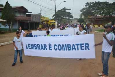 Caminha de Enfrentamento a Violência contra a C irança e Adolescente em 17 de maio de 2013 foto Wesley Cardoso (52)