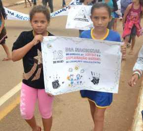 Caminha de Enfrentamento a Violência contra a C irança e Adolescente em 17 de maio de 2013 foto Wesley Cardoso (98)