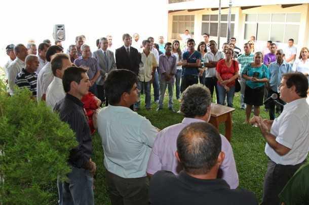 Vários produtores rurais participaram da solenidade nos jardins do Gabinete Civil (Foto: Gleilson Miranda/Secom)