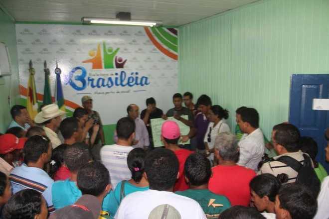 Seringueiros que moram dentro da RESEX e sindicalistas foram até o gabinete do prefeito Everaldo para pedir melhorias e ajuda - Foto: Alexandre Lima