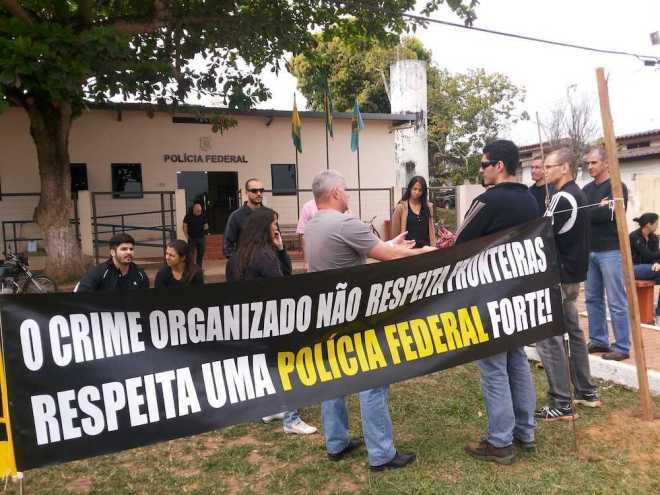 Policiais Federais pararam atividades e aderiram ao movimento nesta segunda-feira, dia 26 na fronteira do Acre - Foto: Alexandre Lima