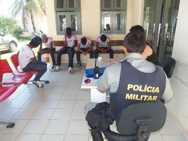 O jovens foram entregues na delegacia de Brasiléia - Fotos: Almir Andrade