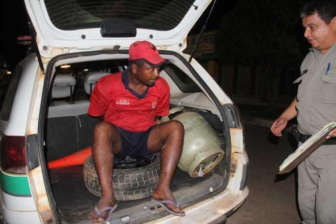 Neguinho foi pego com objetos furtados em residência localizada no Bairro Samaúma - Foto: Alexandre Lima