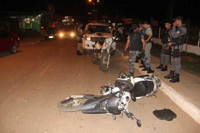 Policial sofreu ferimentos leves e a motos danos pequenos. Já se tem dados sobre os fugitivos - Foto: Alexandre Lima
