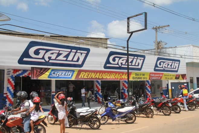 Para comemorar 10 anos na fronteira, clientes recebem uma nova loja mais ampla