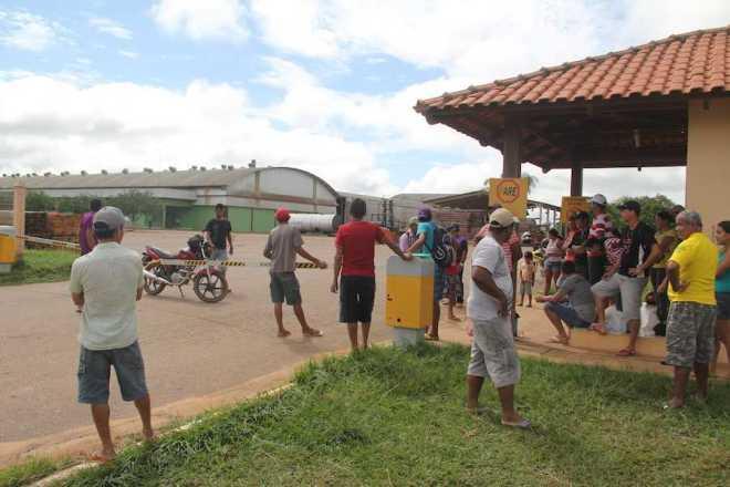 Funcionários ameaçam bloquear a BR 317 caso não sejam pagos os salários atrasados - Foto: Alexandre Lima