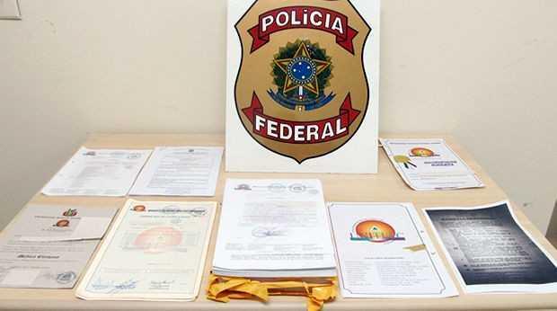 Alguns diplomas detidos pela Polícia Federal - Foto: G1