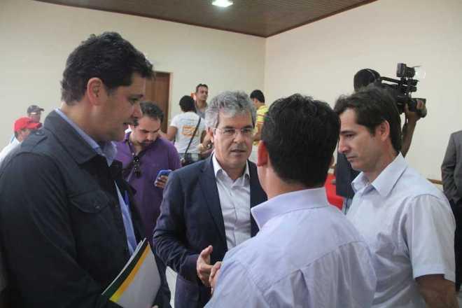 Prefeitos do Alto Acre estiveram presente na reunião para debater problemas - Foto: Alexandre Lima