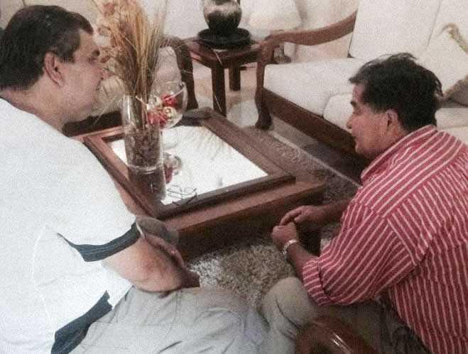 Senador opositor, Roger Molina (d), em conversa com o jornalista Roberto Vaz - Foto: ac24horas