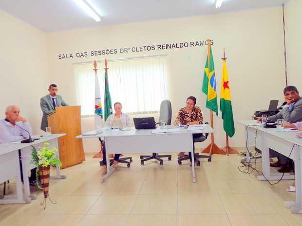 Neudo Lopes reclama da demora para construir o espaço da nova delegacia e de uma sede do MPE em Assis BrasilFoto: Agência ContilNet
