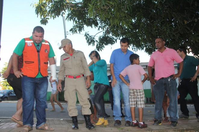 Autoridades de Brasiléia e Assis Brasil foram verificar as condições do Rio - Foto: Alexandre Lima