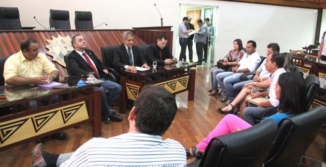 Comissão dos comerciantes da fronteira foram recebidos na ALEAC - Foto: Alexandre Lima