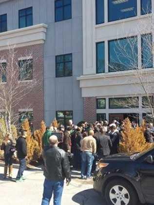 Divulgadores da Telexfree cercam escritório da empresa em Boston - Reprodução