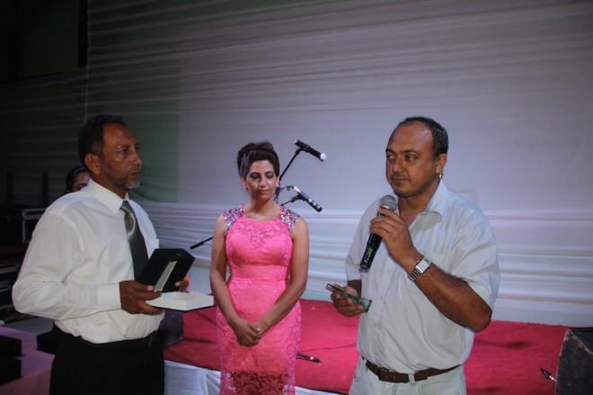 Jair Santos, representandoo governo do Acre, recebeu a placa em homenagem a mãe do governador do Acre - Foto: Alexandre LIma