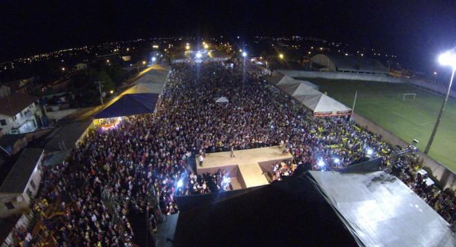 Multidão lotou o parque de exposição da cidade de Epitaciolândia - Foto: oaltoacre.com