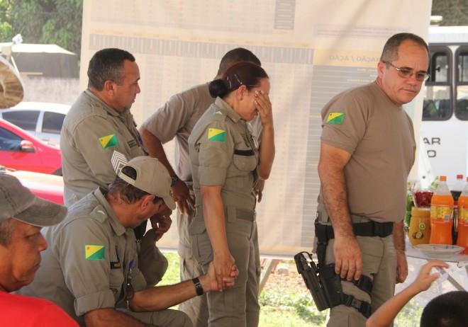 As homenagens foram seguidas de muitas emoções entre os amigos e irmãos de farda - Foto: Alexandre Lima