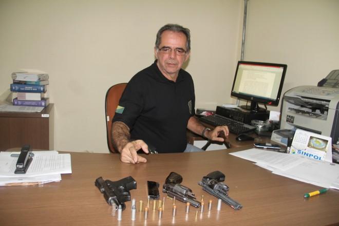 Delegado Mardilson Vitorino efetuou o flagrante e apreensão das armas e do acusado - Foto: Alexandre Lima