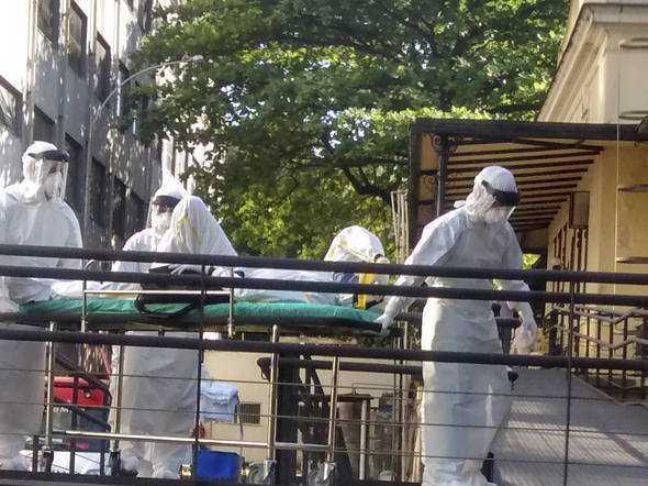 Homem com suspeita de Ebola chega ao Instituto Nacional de Infectologia Evandro Chagas, no Rio de Janeiro