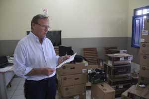 Secretário entregou óculos de visão noturna à Corporação - foto: Alexandre Lima