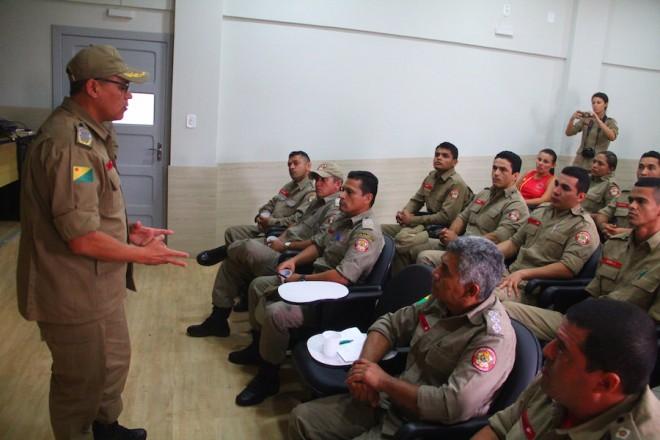 Comandante dos Bombeiros no Acre, Coronel Carlos Gondim, se apresentou a tropa do 5º Batalhão e anunciou novos investimentos na corporação - Foto: Alexandre Lima