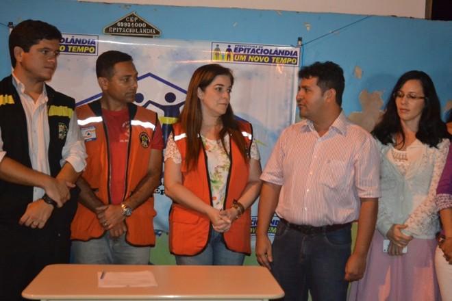 André Hassem recepcionou a equipe da vice governadora no ato da entrega - Foto: Ana Freitas