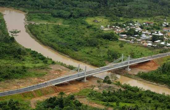 Ponte que liga o Brasil ao Peru, pelo estado do Acre