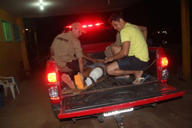 Jovem e seu namorado foram resgatados na camionete dos Bombeiros do 5º Batalhão do Alto Acre - Foto: Alexandre Lima