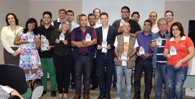 Durante o evento foram entregue de placas em homenagem aos profissionais dos veículos de comunicação de Rio Branco/Foto: Regiclay Saad