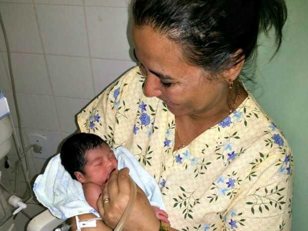 Risoneide conta que se apaixonou pela criança ao atendê-la no Hospital de Brasileia, no interior do Acre (Foto: Risoneide Nunes/Arquivo Pessoal)