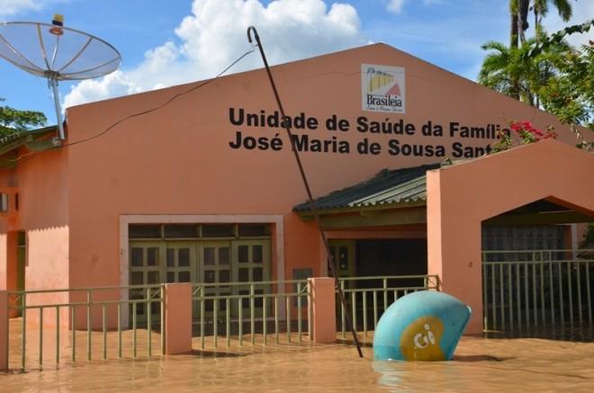 Unidade de Saúde foi tomado pela águas do rio Acre - Foto: Lair Sabino