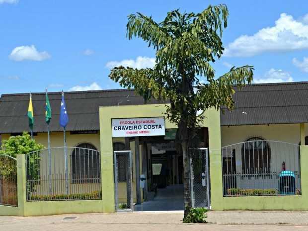 Diretor da escola em Cruzeiro do Sul diz que invasões têm sido recorrentes (Foto: Adelcimar Carvalho/G1)