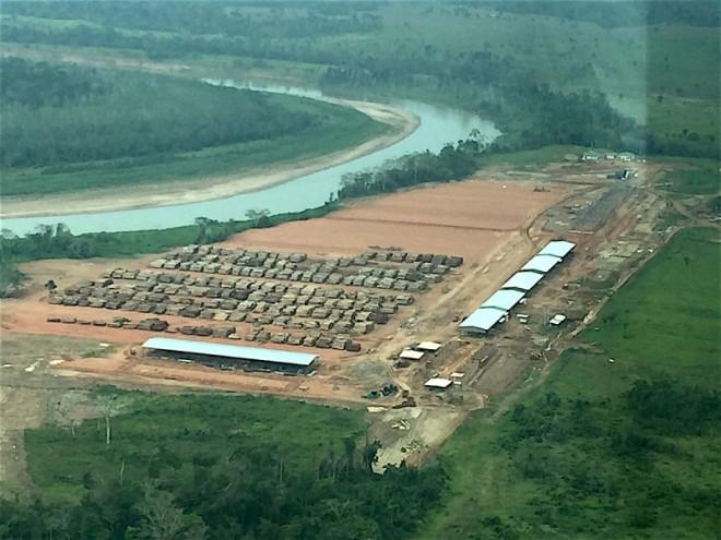 Pátio das serrarias da Agrocortex na margem esquerda do Rio Purus, em Manoel Urbano (AC)