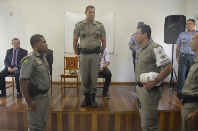 Major Paulo Fernandes (e) deixa o BPTran pela Logística da PMAC e tenente-coronel Teles (d) assume (Foto: Fernando Barreto)