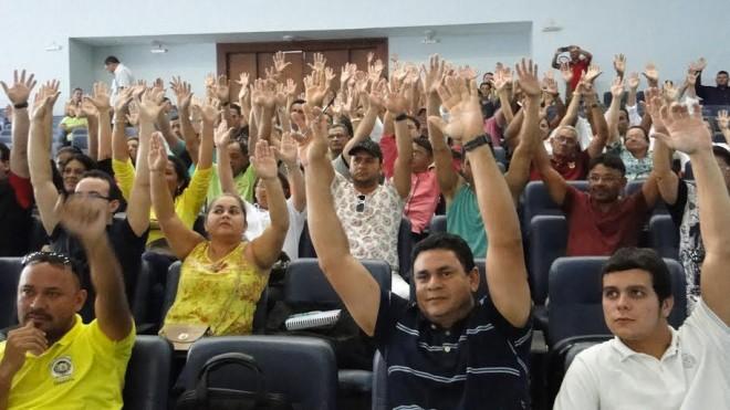 Servidores decidiram pela greve durante assembleia geral/Foto: Sintesac