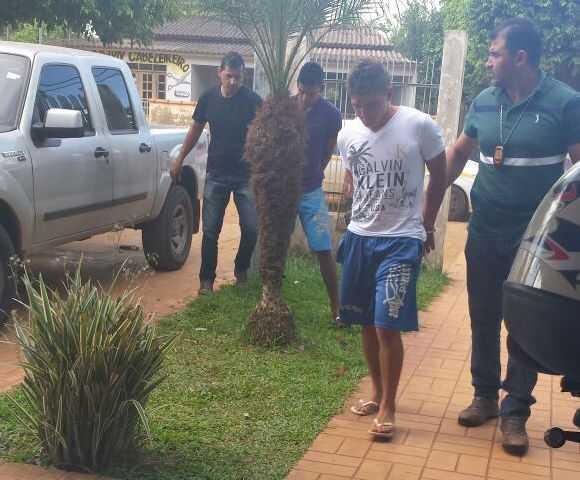 Chegada dos acusados na delegacia de Xapuri.