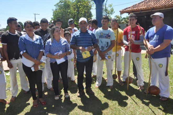Prefeito Everaldo Gomes parabenizou trabalhador pelo seu Dia, juntamente com a Secretaria de Ação Social e diretora do Sesc em Brasiléia - Fotos: Lair Sabino
