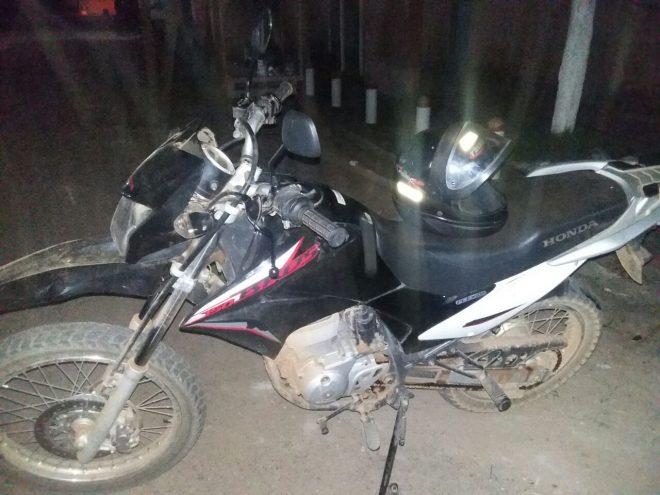 Moto foi recuperada graças à cooperação das polícias em ambos os países (Foto: Divulgação PMAC)