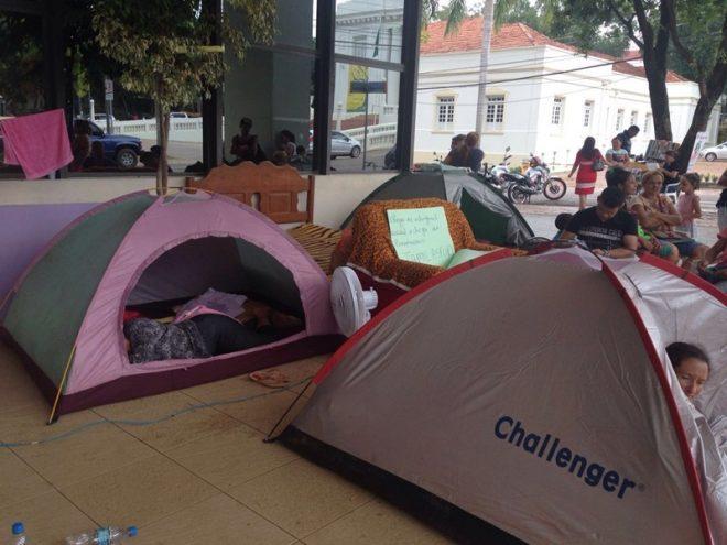 Manifestantes estão há 10 dias acampados na Aleac/Foto: ContilNet