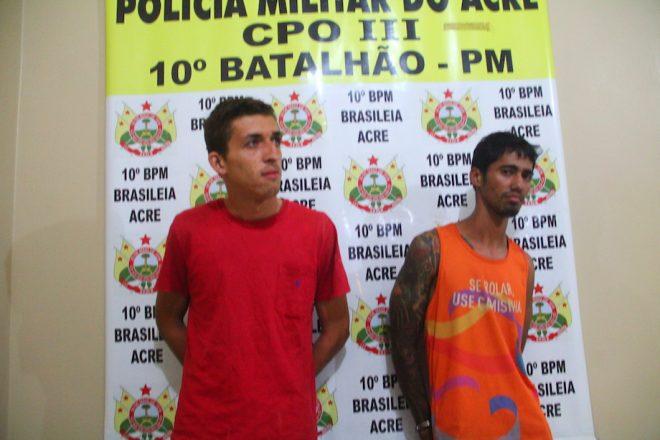 Rômulo e Jefisson terão que explicar como a moto com queixa de furto 'apareceu' com os dois - Foto: Alexandre Lima