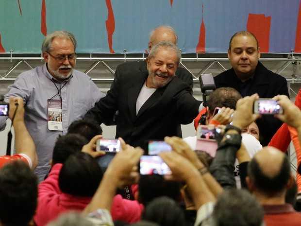 Nesta sexta, Lula participou, em São Paulo, de seminário que abre a Conferência Nacional dos Bancários no hotel Holiday Inn Anhembi, zona norte da capital paulista (Foto: Nelson Antoine/Frame/Estadão Conteúdo)