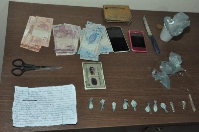 Com os suspeitos foi encontrado dinheiro, droga e celulares/Foto: ContilNet