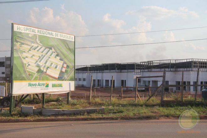 Parte do novo hospital deveria ser entregue neste mês de agosto, mas, obras praticamente pararam e reiniciaram nesta terça,d ia 16 - Foto: Alexandre Lima