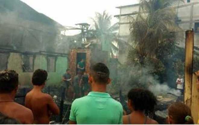 Moradores no local após o incêndio /Foto: Reprodução