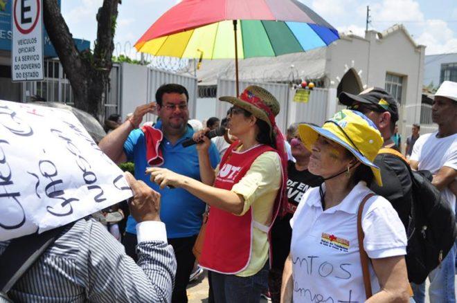 Professora Rosana Nascimento, durante paralisação do Sintesac /Foto: ASCOM Sintesac