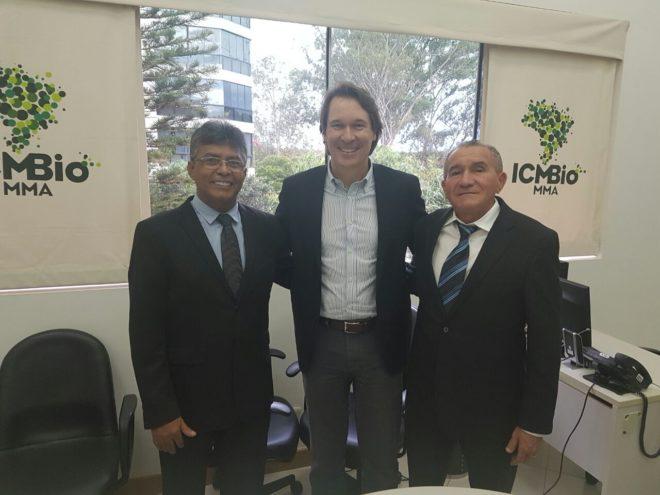 Deputado Antonio Pedro (e), o presidente do ICMBio, Ricardo Soavinski (c) e o deputado Chagas Romão (d).